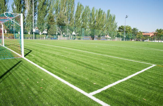 Nuevo césped artificial para los campos de fútbol municipales de la AD Naya, el CD Avance y la AD Complutense en Alcalá