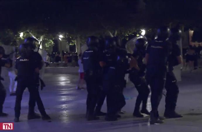 8 policías heridos y 4 detenidos tras varios disturbios en torno a la Plaza de Cervantes en las Fiestas de Alcalá