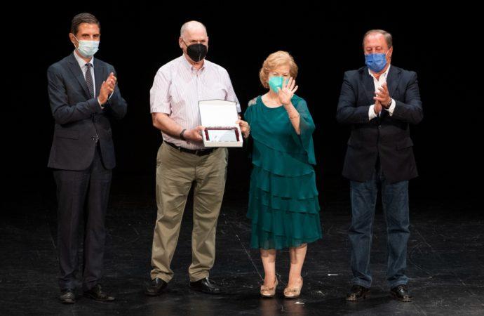 Alcalá homenajea a 47 parejas alcalaínas en sus Bodas de Oro XXXVI