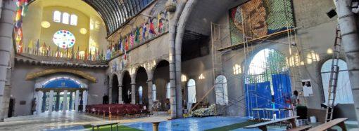 Un mural de casi 3 mil latas de bebida en «la Catedral de Mejorada» para homenajear a Justo Gallego