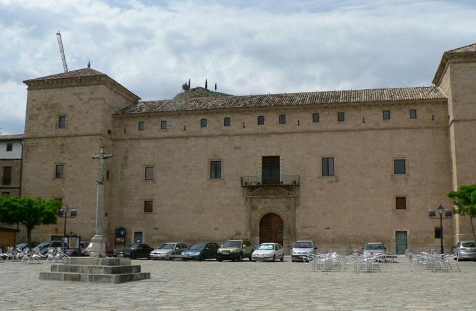 La Universidad de Alcalá cede el Palacio Ducal de Pastrana a la Junta de Castilla-La Mancha para usarlo como alojamiento turístico
