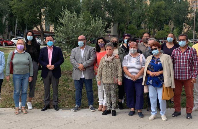 Coslada estrena su Árbol de la Solidaridad ubicado junto al centro cultural Margarita Nelken