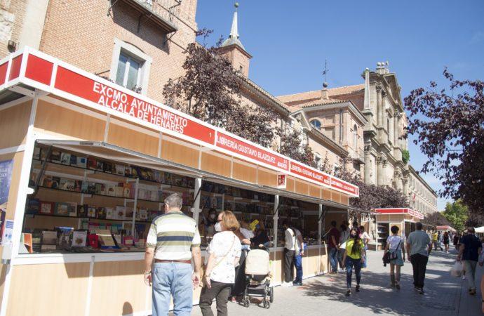 La Calle Libreros de Alcalá recupera la esencia de su toponimia con la recién inaugurada Feria del Libro